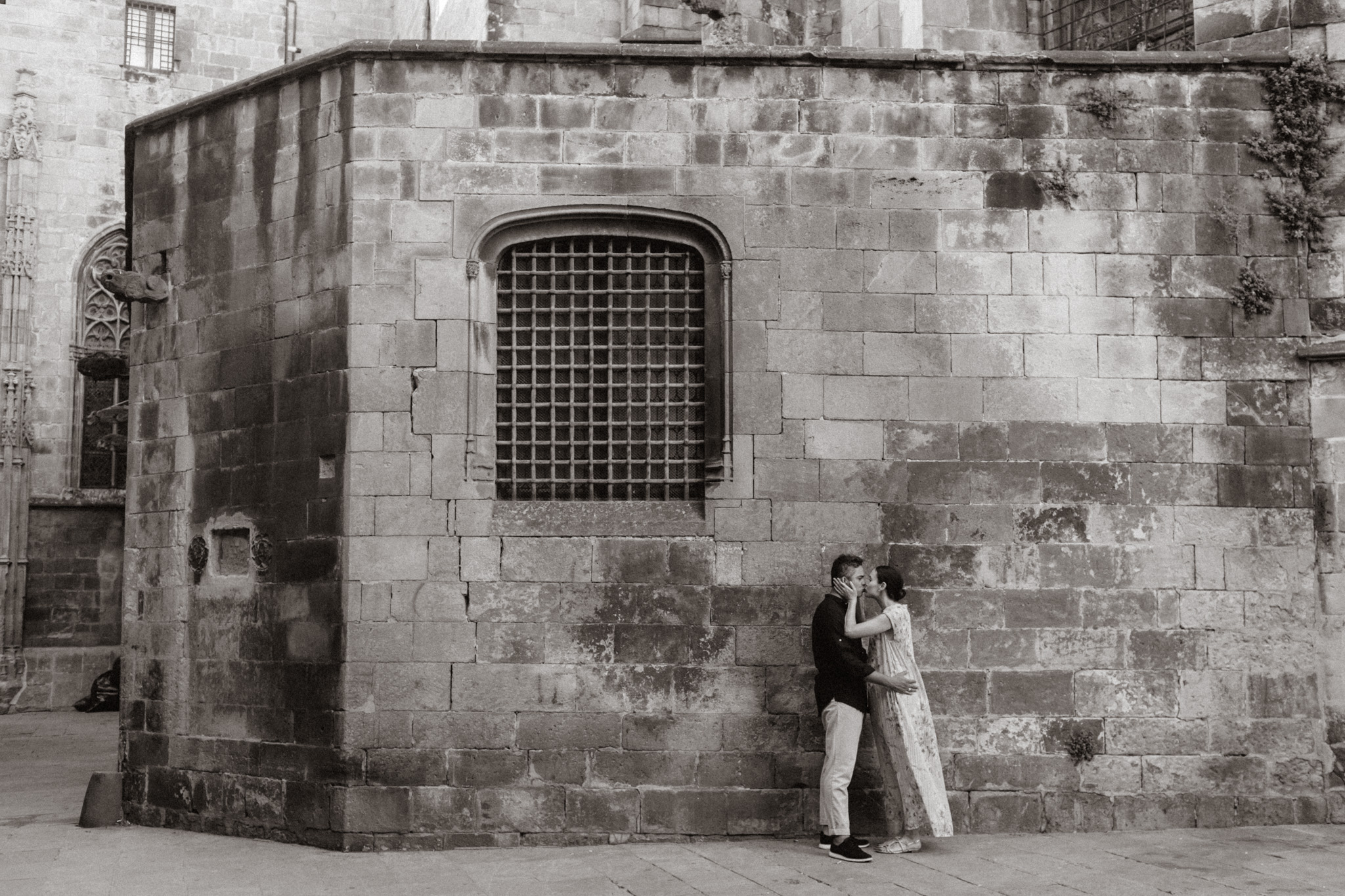 Engagement session in Barcelona's Gothic Quarter