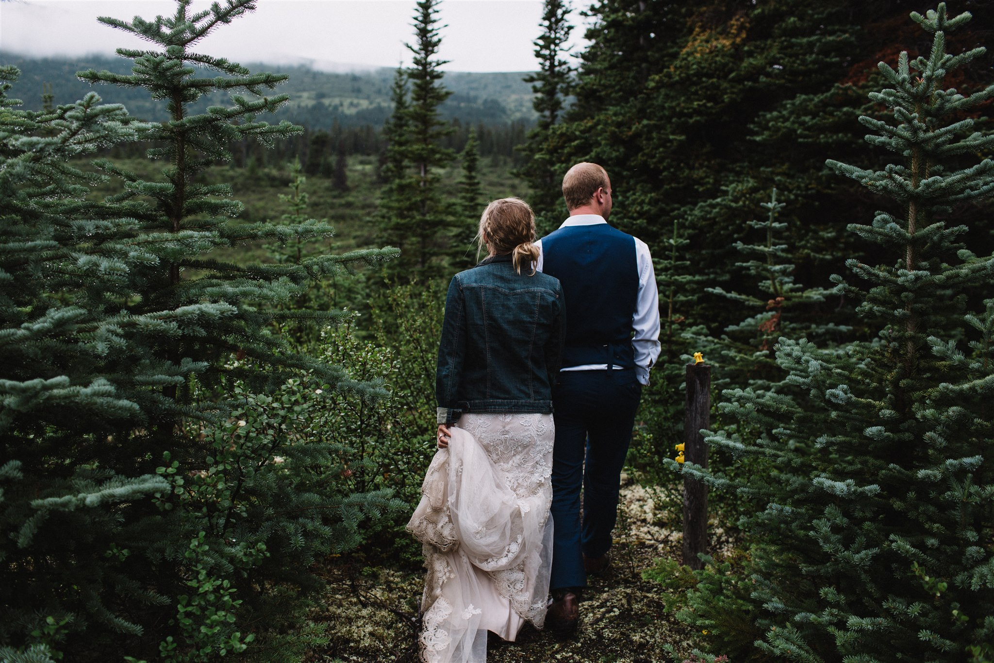 Bride and groom's adventure session by wedding photographer Tea & Oranges