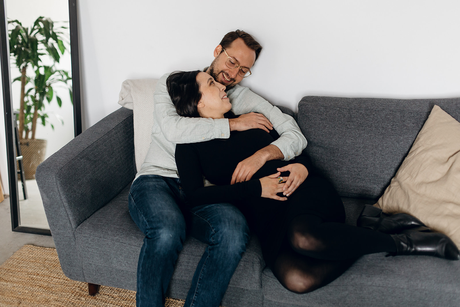Maternity photography in-studio in Montreal.
